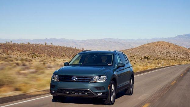 2021 Volkswagen Tiguan front quarter view